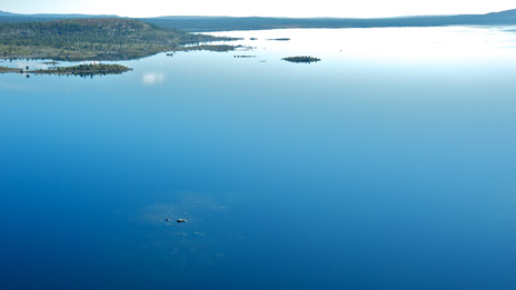 Lake Rogen is only mirror-smooth on a few days every year. Photo: Naturcentrum AB.